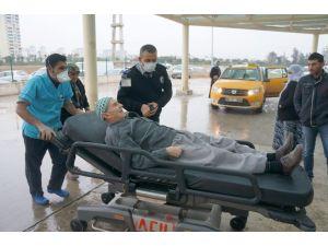 Adana'da sağlık ekipleri domuz gribinden maske ile korunmaya çalışıyor