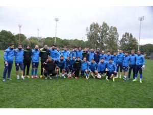 Antalya Kampında Futbolcuların Forma Kapma Savaşı