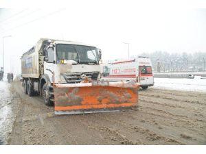 Belediye 24 Saatte Bin Ton Tuzlama Yaptı