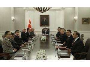 Başbakan Davutoğlu, Fransa Savunma Bakanı Le Drian ile görüştü