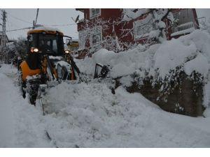 İnebolu Belediyesi, Karla Mücadelesini Sürdürüyor