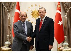 Cumhurbaşkanı Erdoğan Fransa Savunma Bakanı Le Drian'ı Kabul Etti