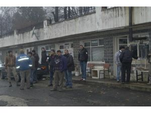 Patlayan Trafo Vatandaşı Sokağa Döktü
