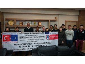 Yurt Dışına Staja Gidecek Öğrencilerden Başkan Tarhan'a Ziyaret