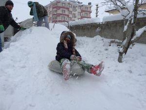 İlk Kez Kar Gören Çocuklar Çılgına Döndü