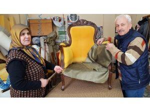Yaşlı Kadın Erkeklere Taş Çıkartıyor