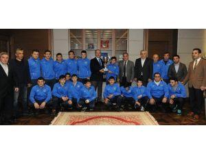 Başkan Altepe'den Yıldızlara Ödül