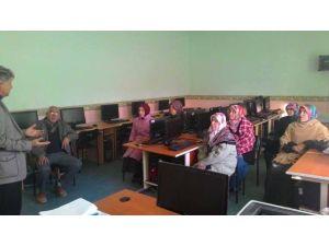 Pazarlar'da Velilere Aile Eğitim Kursu