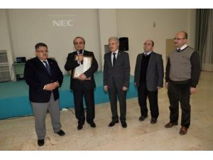 Rektör Prof. Dr. Azmi Özcan'a, ''Fahri Hemşehrilik Beratı''