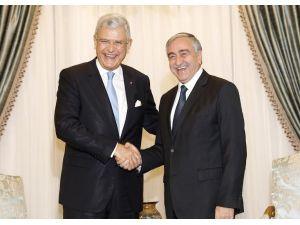 AB Bakanı Bozkır, Cumhurbaşkanı Akıncı'yı ziyaret etti