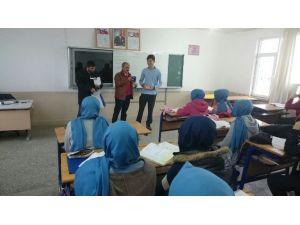Sınavdan Kazandığı Yarım Altını Türkmenlere Bağışladı