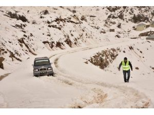 Alanya'da Kar Ve Yağmurdan Bozulan Yollar Açıldı
