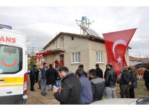 Afyonkarahisarlı şehidin baba evine Türk bayrakları asıldı