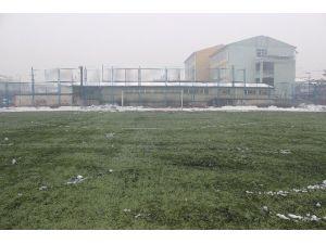 Nurettin Zafer Stadı Kardan Temizlendi