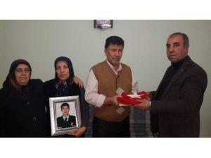 Şehit Gökhan Ünaldı'nın Ailesine Şehit Aileleri Derneğinden Ziyaret