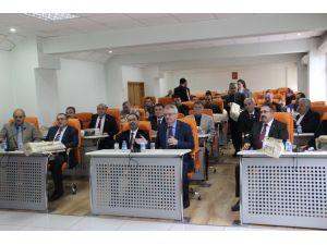 Çankırı Valisi'nden İl Genel Meclis üyelerine seccade