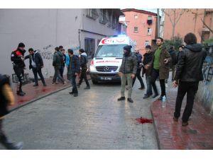 Beyoğlu'nda silahlı saldırı: 1 polis yaralı