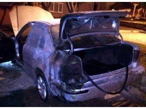 Samsun'da Park Halindeki Otomobil Kundaklandı