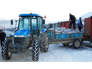 Kömür dağıtımları köylerde bitti, Tatvan merkezde devam ediyor