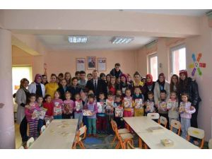 Pazarlar Anadolu Lisesi Öğrencileri Minik Yüreklere Dokundu