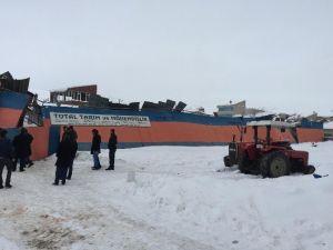 İş Yerinin Çatısı Kardan Dolayı Çöktü