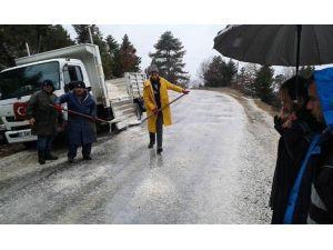 Büyükşehir'den Yolda Kalan Vatandaşlara Yardım