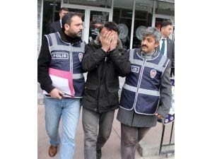 25.5 Yıl Hapis Cezası Bulunan Ve 5 Ayrı Suçtan Aranan Şahıs Tacizden Yakalandı