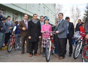 Niğde'de Öğrencilere 400 Bisiklet Dağıtıldı
