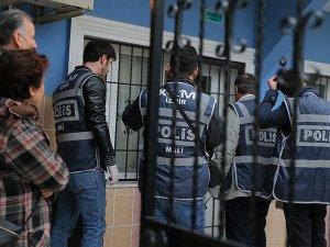 İzmir'deki FETÖ/PDY operasyonunda 2 kişi kaçmaya çalışırken yakalandı
