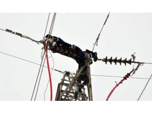 Tüketilen 20 milyar KWH elektriğin 12 milyarı boşa gidiyor