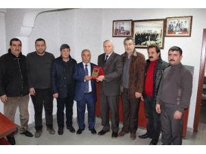"""""""Yerel Gazete Al, Altın Kazan"""" Kampanyasına Destek Verenlere Plaket"""