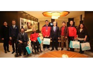 Madalya Sevincini Başkan Bozbey İle Paylaştılar