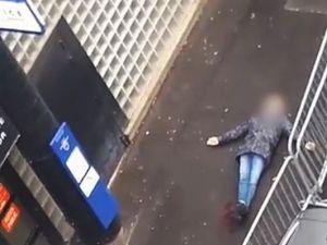 Paris'te karakola girmeye çalışan bıçaklı şahıs vurularak öldürüldü
