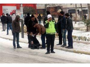 Elazığ'da Buzda Düşen 340 Kişi Hastanelik Oldu