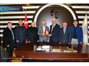 Diyanet-sen'den Akdağmadeni Belediye Başkanı Daştan'a Plaket