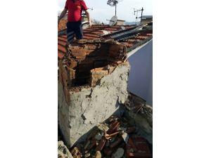 Bolu'da Lodos Nedeniyle Apartmanın Çatısı Uçtu