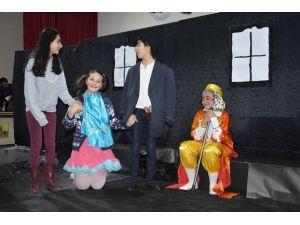 Öğrencilerin tiyatro ve drama gösterisi ilgi gördü