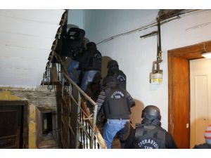 HDP Beyoğlu İlçe Başkanlığı'na polis baskını