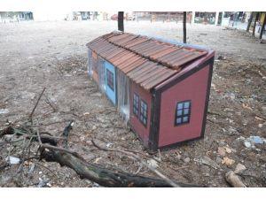 Tarihi Odunpazarı Evlerinin Maketinden Kedi Köpek Evi