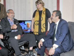 12 Eylül darbesini duyuran ünlü spiker Mertcan'a huzurevinde akülü araç