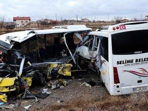 Aksaray'da iki minibüs çarpıştı: 2 ölü, 11 yaralı