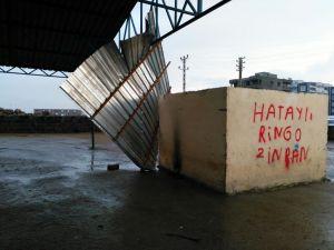 Şiddetli rüzgar Siverek'te çatı uçurdu