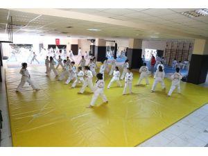 Kış Spor Okulu Eğitimleri Devam Ediyor