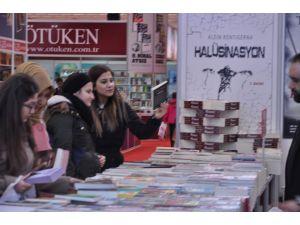 2016 yılının ilk kitap fuarı Ankara'da açıldı