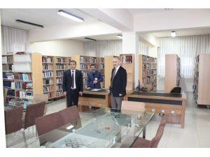 Cinoğlu, Kütüphaneyi Ziyaret Etti