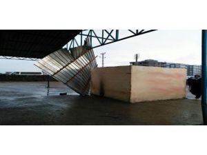 Siverek'te Şiddetli Rüzgar Çatıları Uçurdu