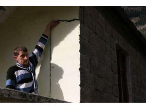 Evleri yıkılma riski taşıyan vatandaşlar ilgisizlikten şikâyetçi