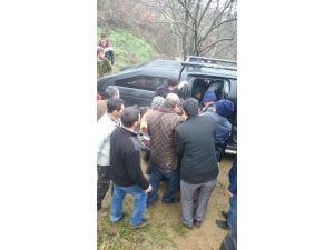 Traktörün Altında Kaldı, Telefonla Yardım İsteyerek Kurtuldu
