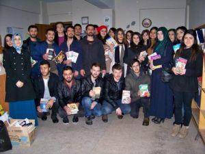 MKÜ Öğrencilerinden Kitap Bağışı