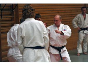 Putin, tekrar mindere çıktı
